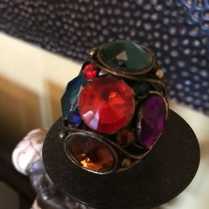 Jewelry - Large gem ring